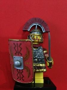Prajurit Romawi, lihat helm perangnya, bagus sekali detailnya.