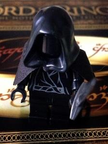 Ingat film Lort of The Rings? kamu pasti bisa nebak siapa tokoh LEGO minifig ini :)