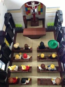 Dalam Gereja juga lengkap dengan banku, altar, salib, tempat lilin untuk sembahyang dan tidak lupa Tabernacle di sisi kiri juga ada :)