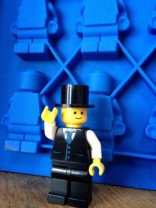 Yang punya pabrik LEGO :)
