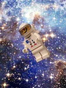 Melayang layang di luar angkasaa :)