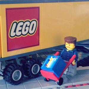 Wah LEGO baru sudah datang nih, lagi di bongkar :)