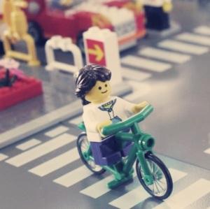 Lagi nyebrang naik sepeda :)