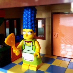 Marge Simpson lagi masak nih, pasti enak yah? :)