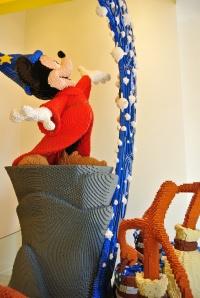 Fantasia dari Disney, keren banget dibuat dari LEGO Bricks