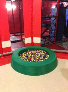 Nah ini salah satu sudut untuk anak-anak bisa main LEGO, ini yang paling kecil lho yah, ada yang lebih gede lagi tempatnya :)