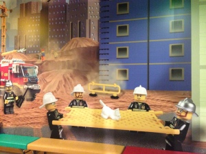Ada poster LEGO City gedee banget :)